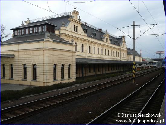 Ostrava-Svinov - budynek dworca z peronu