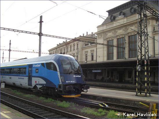 Brno hlavní nádraží - dworzec od strony peronu