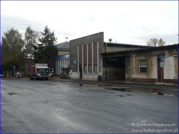 Dworzec kolejowy Krnov od strony ulicy
