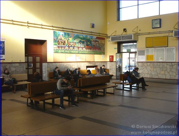 Nysa - dworzec kolejowy - hol