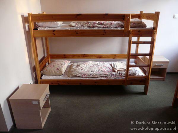 Szkolne Schronisko Młodzieżowe Dąbrówka w Prudniku - pokój sześcioosobowy
