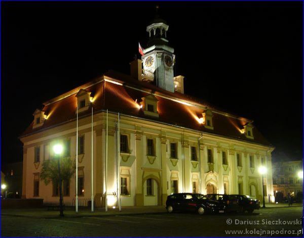 Rawicz - ratusz nocą